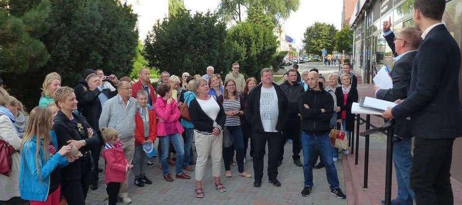 Na zdjęciu wycieczka po ulicy Niepodległości w Iławie sprzed 2 lat