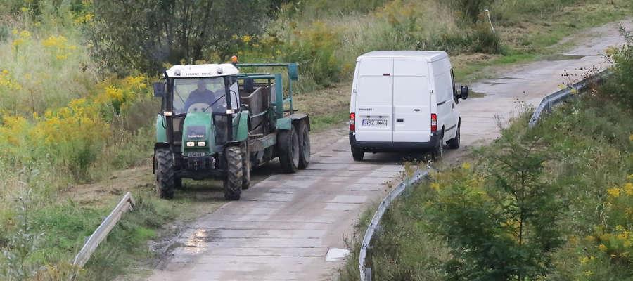 Z objazdu przez Brzeziny w Olsztynie korzystają... rolnicy [FILM]