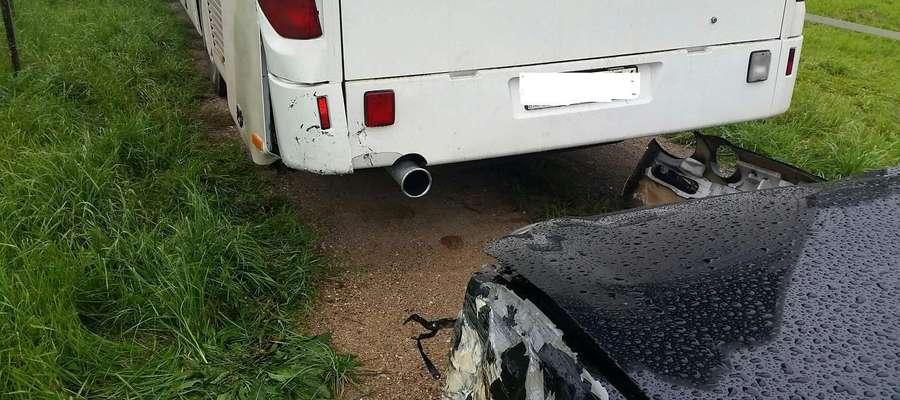 Uszkodzenia samochodów w wyniku kolizji w Kąpie (gm. Giżycko)