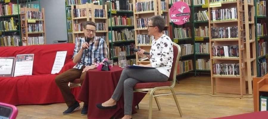 Spotkanie z autorem odbyło się w czytelnik Miejskiej Biblioteki Publicznej