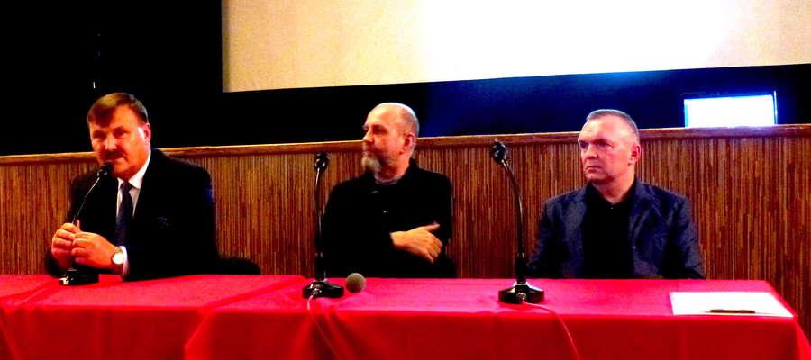 od lewej: starosta Grzegorz Napiowdzki, radny Józef Kotwicki, burmistrz Jacek Kosmala