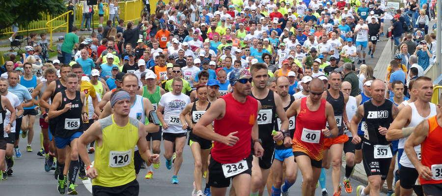 Start biegu głównego tradycyjnie miał miejsce z mostu nad Jeziorakiem