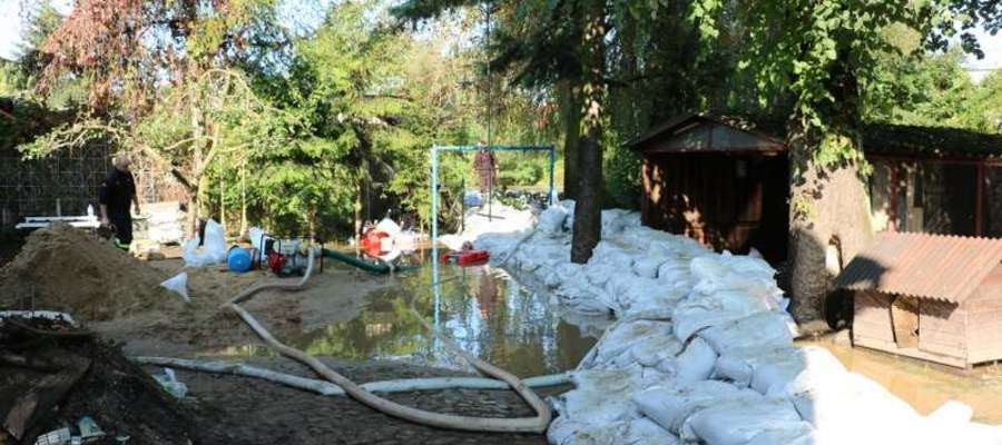 Woda z rzeki Wąskiej zalała domy na ul. Zamkowej