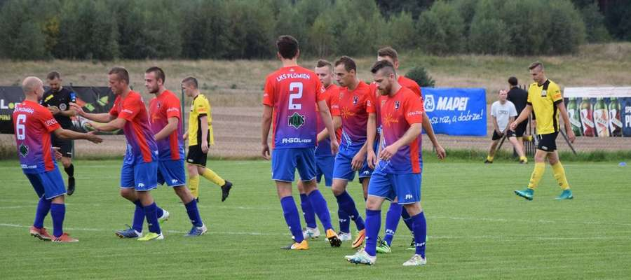 W Turznicy piłkarze Płomienia pięć razy cieszyli po zdobytych golach