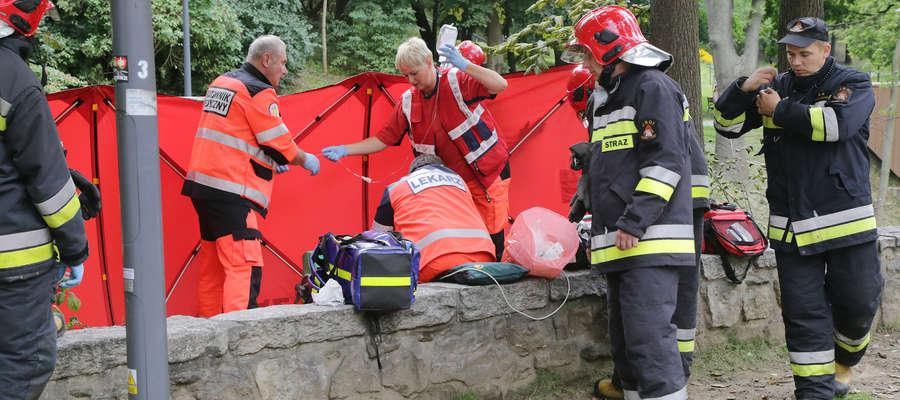 Mężczyzna tonął w Łynie przy moście Jana w Olsztynie [ZDJĘCIA, FILM]