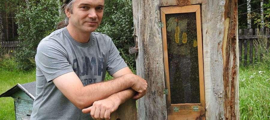 Mazurskie pszczoły ze szklanych uli