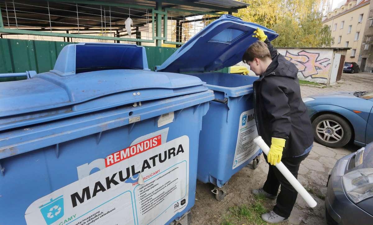 Śmieci z Adą  Olsztyn-rekonesans z Adą Romanowską po śmietnikach na Zatorzu i Osiedlu przy Leśnej sprawdzamy co ludzie wyrzucają.