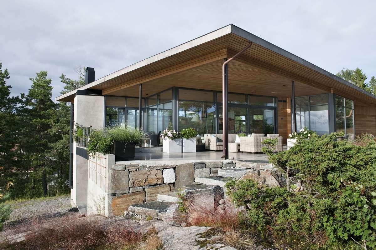 Hitem nowoczesnego budownictwa są ultraciepłe, energooszczędne fasady aluminiowe, które montowane są na fragmencie elewacji lub jako ściana osłonowa.   Ślusarka aluminiowa jest termoizolacyjna, co zapobiega stratom ciepła   - full image