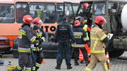 Na granicy rozpędzona cysterna uderzyła w autobus z kibicami. Ćwiczenia służb w Grzechotkach [ZDJĘCIA]