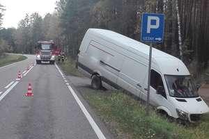Zderzenie osobówki z busem na trasie Pisz - Ruciane–Nida