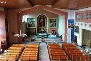 Trwa montaż zabytkowych 27-głosowych organów w kościele w Rybnie
