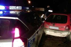 Pijany i bez prawa jazdy, uciekając przed policją uderzył w radiowóz