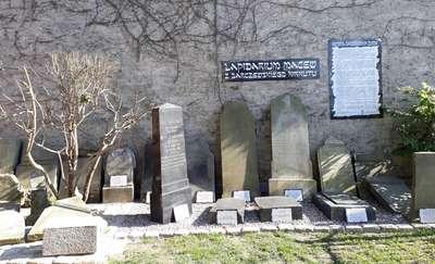 Macewy w Galerii Sztuki Synagoga w Barczewie