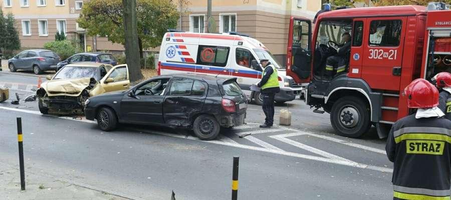 Zderzenie dwóch aut na al. Wojska Polskiego w Olsztynie. Duże utrudnienia w ruchu [ZDJĘCIA]