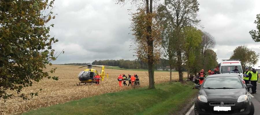 Najciężej ranną pasażerkę opla przetransportowano śmigłowcem do szpitala w Płocku.