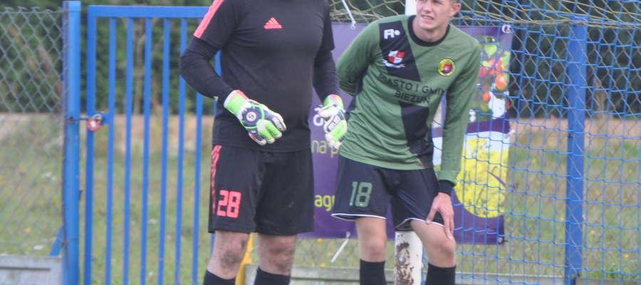 Piotr Retkowski i Tomasz Rutecki (od lewej) zostali ukarani czerwonymi kartkami fot. arch