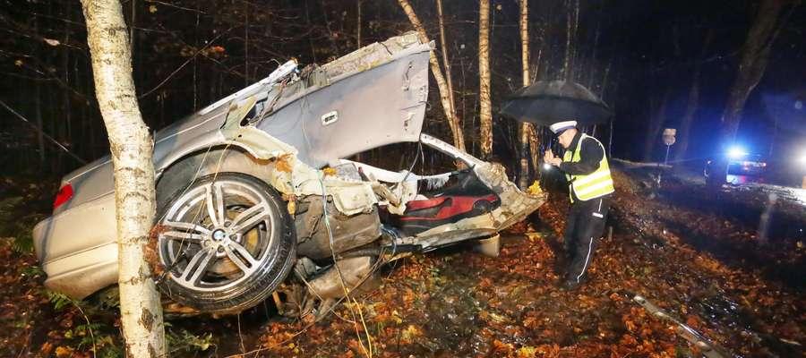 Wypadek śmiertelny  Ruszajny-trasa Barczewo-Jeziorany-wypadek śmiertelny. 27-letni kierowca BMW jadąc od Jezioran w kierunku Barczewa przy dużej prędkości wpadł ok. 3.00 na drzewo. Zginął na miejscu.