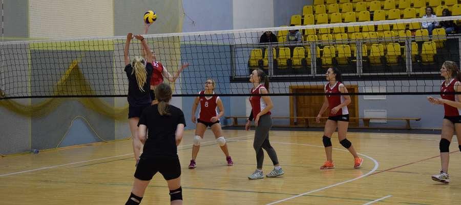 W hali OCSiR siatkarki walczą o amatorskie mistrzostwo Ostródy