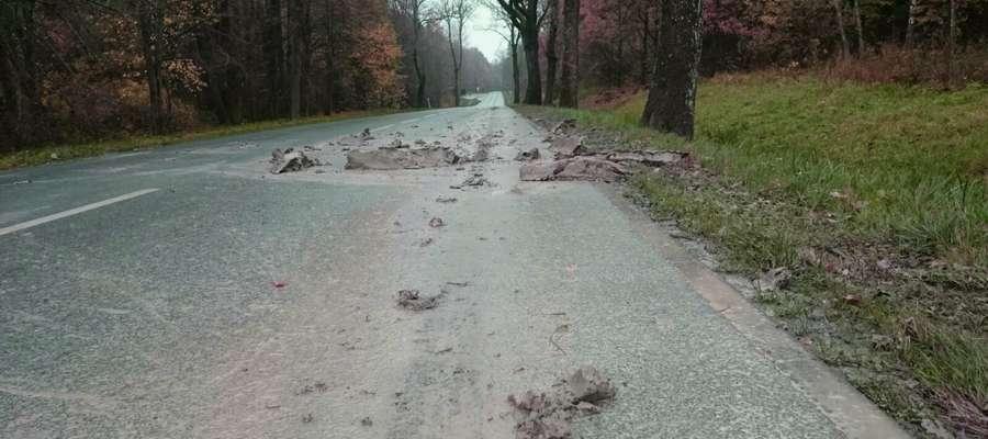 Na trasie Babiak - Runowo bryły ziemi ciągnęły się na ponad 4 km