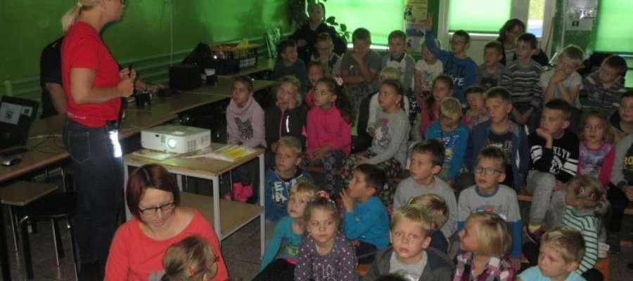 Podczas rozmowy pracowników kolei z dziećmi z Zajączkowa