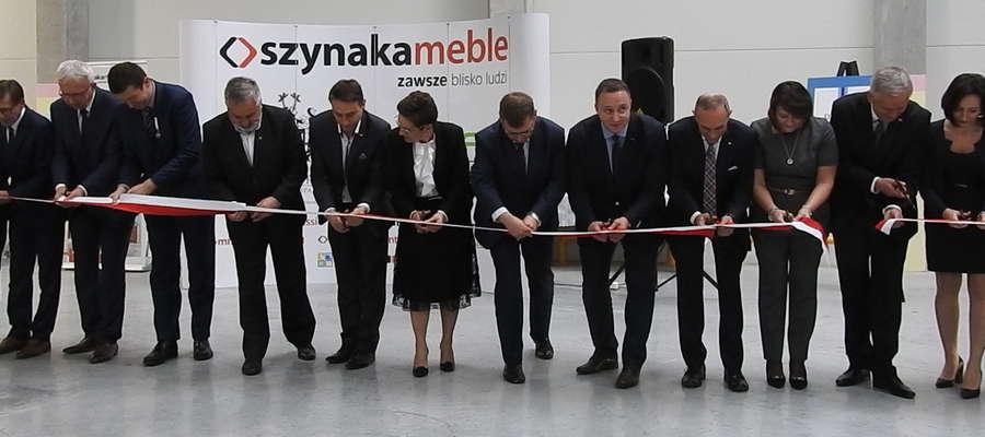 Oficjalnie otwarto halę produkcyjno-magazynową w Fabryce Mebli Szynaka