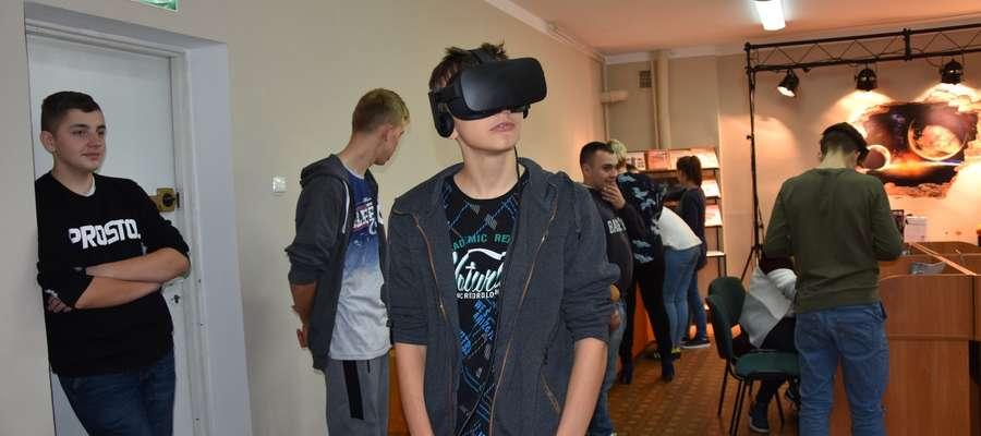 Wystawa cieszy się zainteresowaniem młodzieży