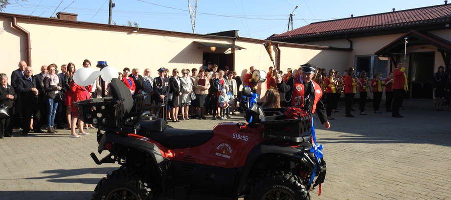 Ksiądz Bernard Zakrzewski poświęcił strażackiego quada