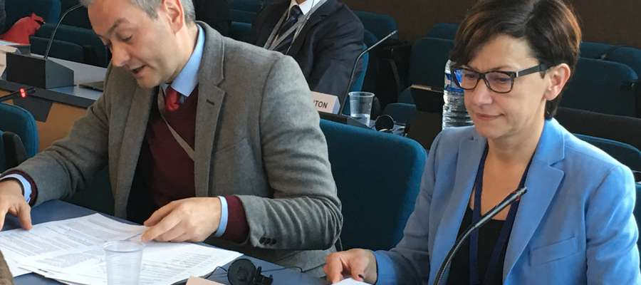 Bernadeta Hordejuk i Robert Biedroń w trakcie posiedzenia Komitetu Monitorującego, poprzedzającego sesję kongresu