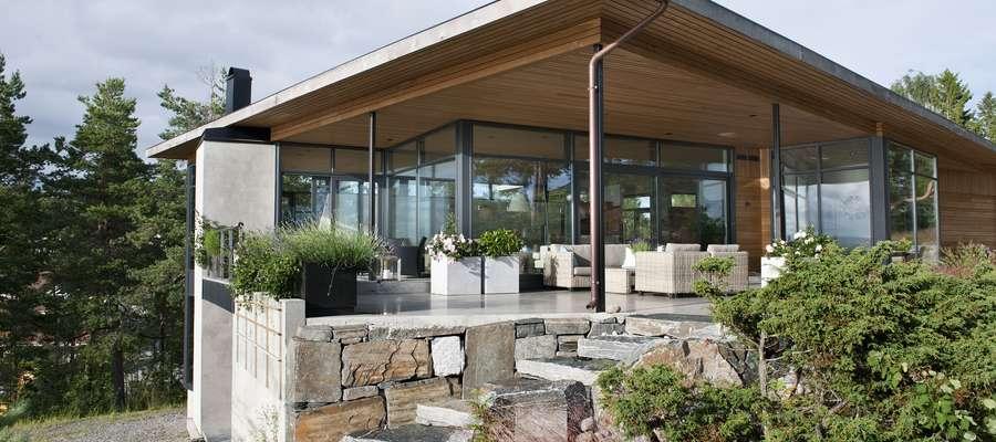 Hitem nowoczesnego budownictwa są ultraciepłe, energooszczędne fasady aluminiowe, które montowane są na fragmencie elewacji lub jako ściana osłonowa.   Ślusarka aluminiowa jest termoizolacyjna, co zapobiega stratom ciepła