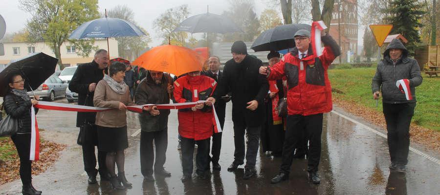 Cztery kilometry nowej drogi powiatowej Galiny - Kosy uroczyście otwarte.