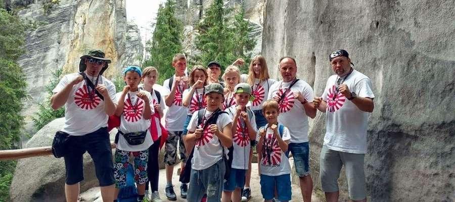 Karatecy z Iławy podczas wizyty w Skalnym Mieście (Czechy)