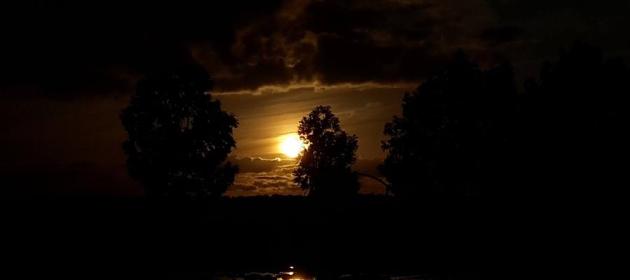 Zachód słońca, czy wschód Ksieżyca?