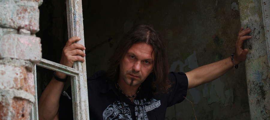 Zbyszek Bieniak to jeden z najbardziej pracowitych polskich wokalistów.