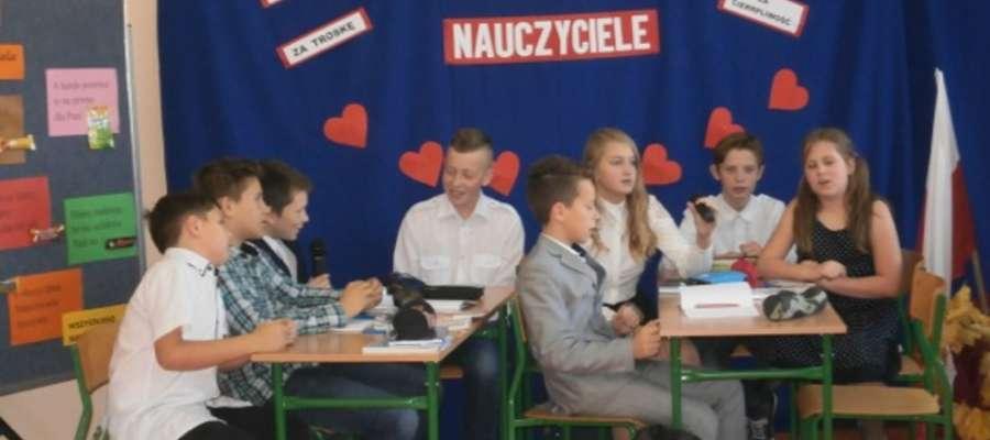 Uczniowie podczas części artystycznej