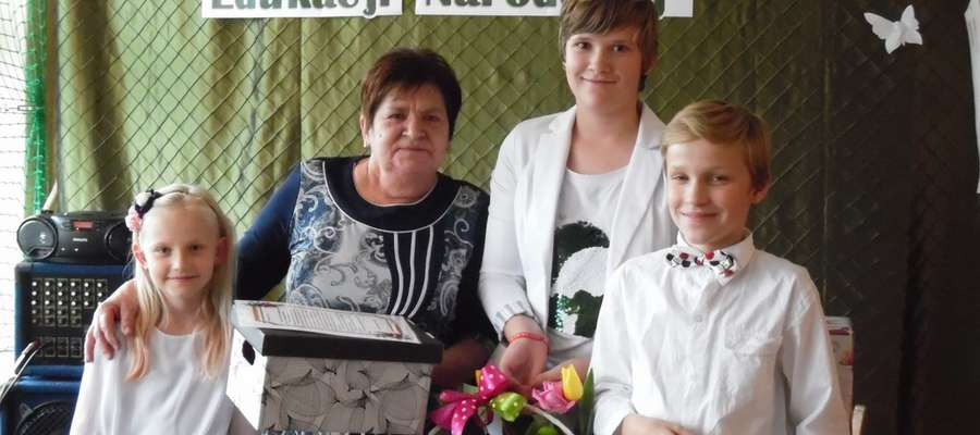 Dzień Edukacji Narodowej w szkole w Boleszynie i pożegnanie pani Bożenki