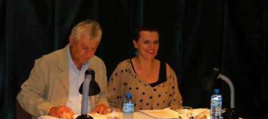Marian Czarkowski i Wiesława Szymańska w Tetrze przy stoliku