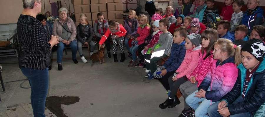 Podczas lekcji w hucie szkła w Olsztynku