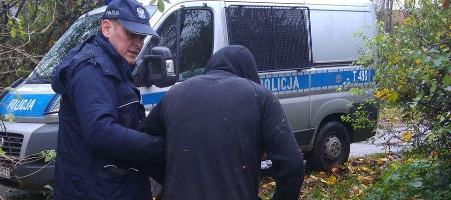 Mężczyźnie pomogli węgorzewscy dzielnicowi: st. asp. Andrzej Goliński (na zdjęciu) oraz asp. szt. Mariusz Kwarciński