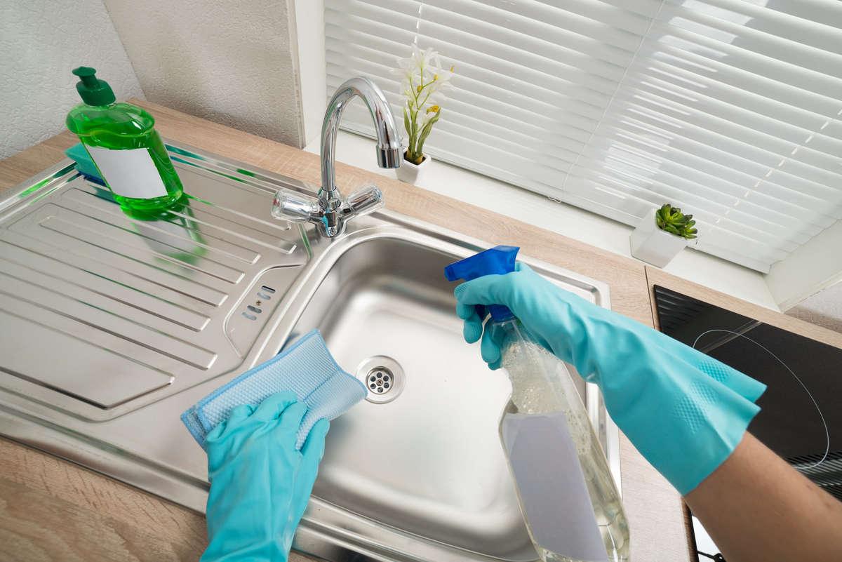 Myj tak, żeby nie uszkodzić - full image