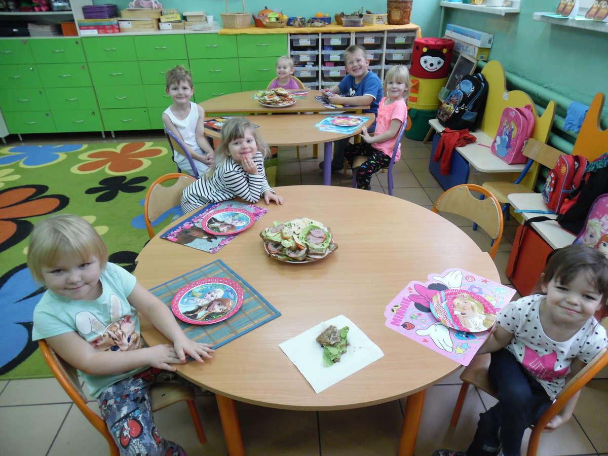 Wspólne śniadanie w  szkole w Boleszynie