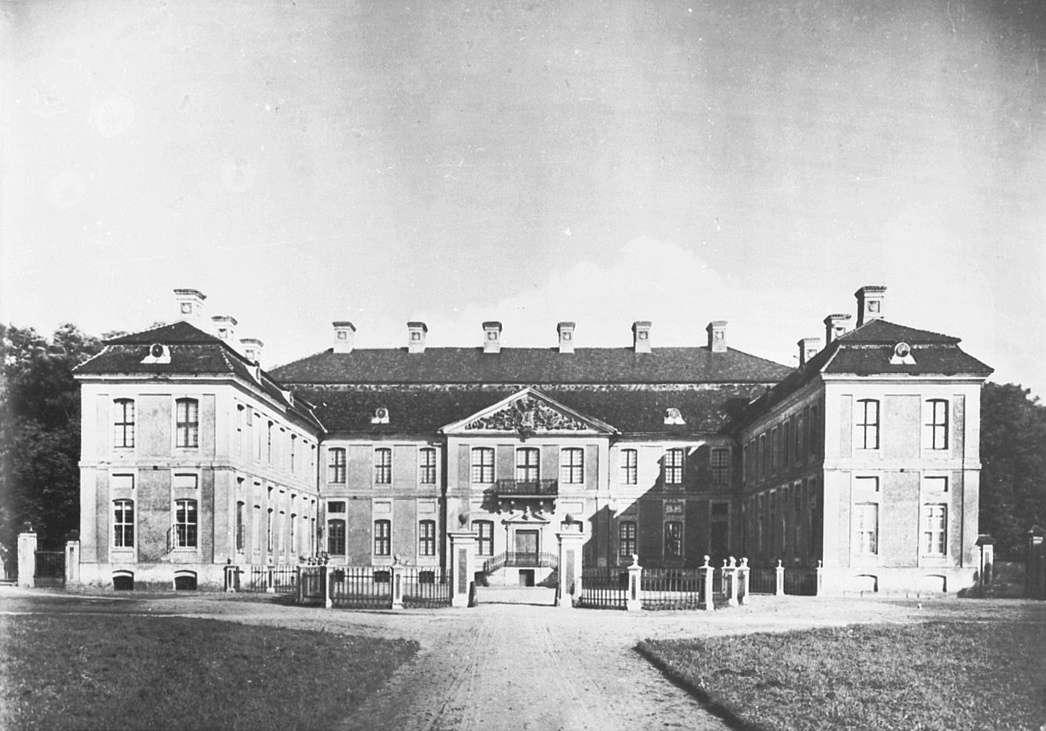pałac finckenstein - full image