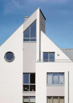 Okrągłe okno ze skosem
