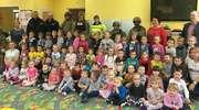 Żołnierze NATO i policjanci w szkołach w Wieliczkach i Kowalach Oleckich