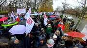 Pracownicy sądów i prokuratur protestowali przed KPRM. Domagają się podwyżek płac
