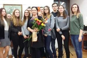 Młodzież z internatu bliżej malarstwa i zakazanych książek