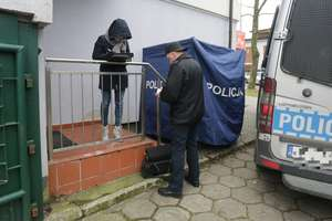 Przechodzień znalazł ciało kobiety na ul. Metalowej w Olsztynie. Na miejscu pracuje prokurator [ZDJĘCIA]