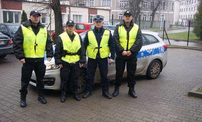 Policjanci z kursu podstawowego zakończyli praktyki w szczycieńskiej komendzie