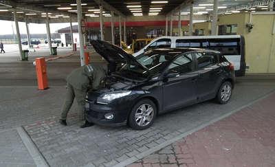 Osobowe Renault Megane zatrzymane na przejściu w Gronowie