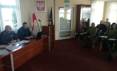 Policjanci z drogówki szkolili funkcjonariuszy straży granicznej z zakresu zatrzymywania dowodów rejestracyjnych