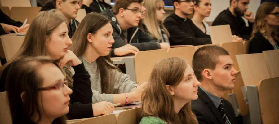 Synod młodych jest przestrzenią dialogu, gdzie młodzież ma możliwość wyrażania swojej opinii.